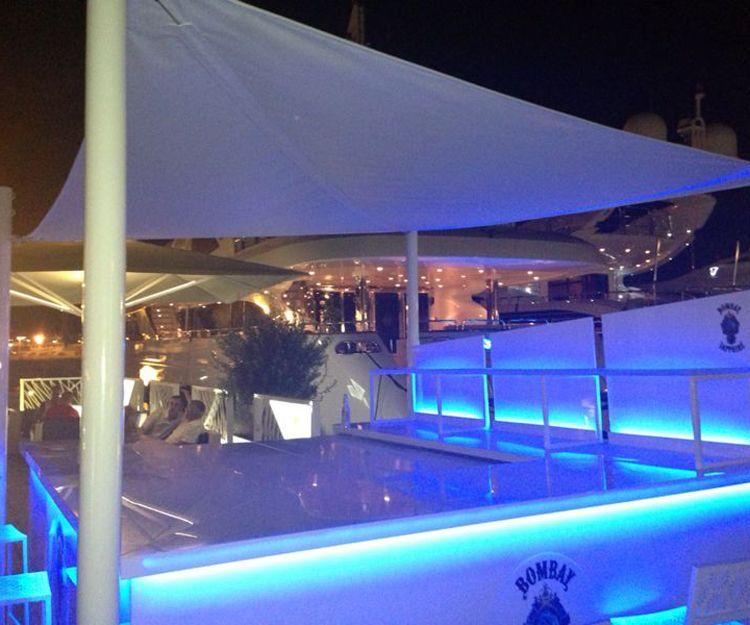 Chicas de compañía con yate en Ibiza