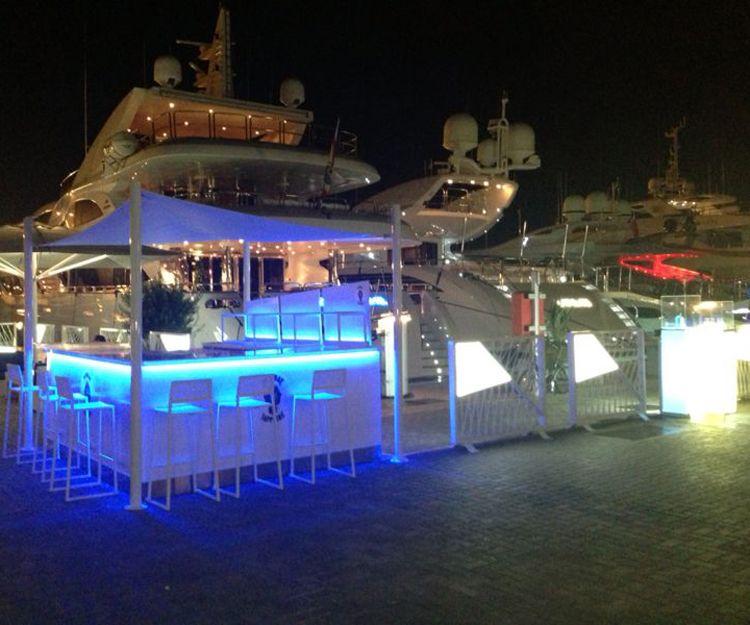 Escorts de lujo con yate en Ibiza