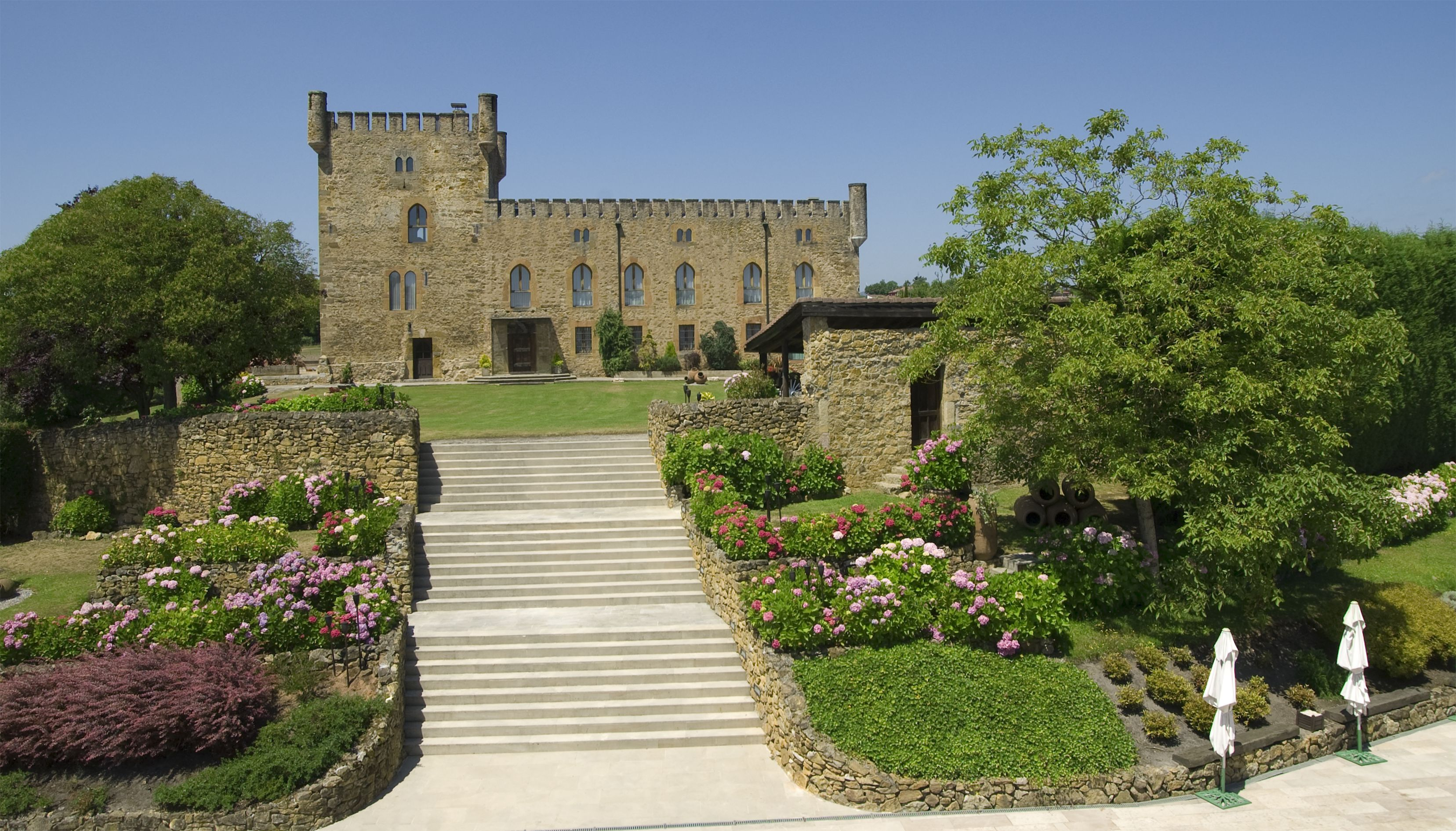 Escalinata principal desde el salón del banquete hasta el Castillo