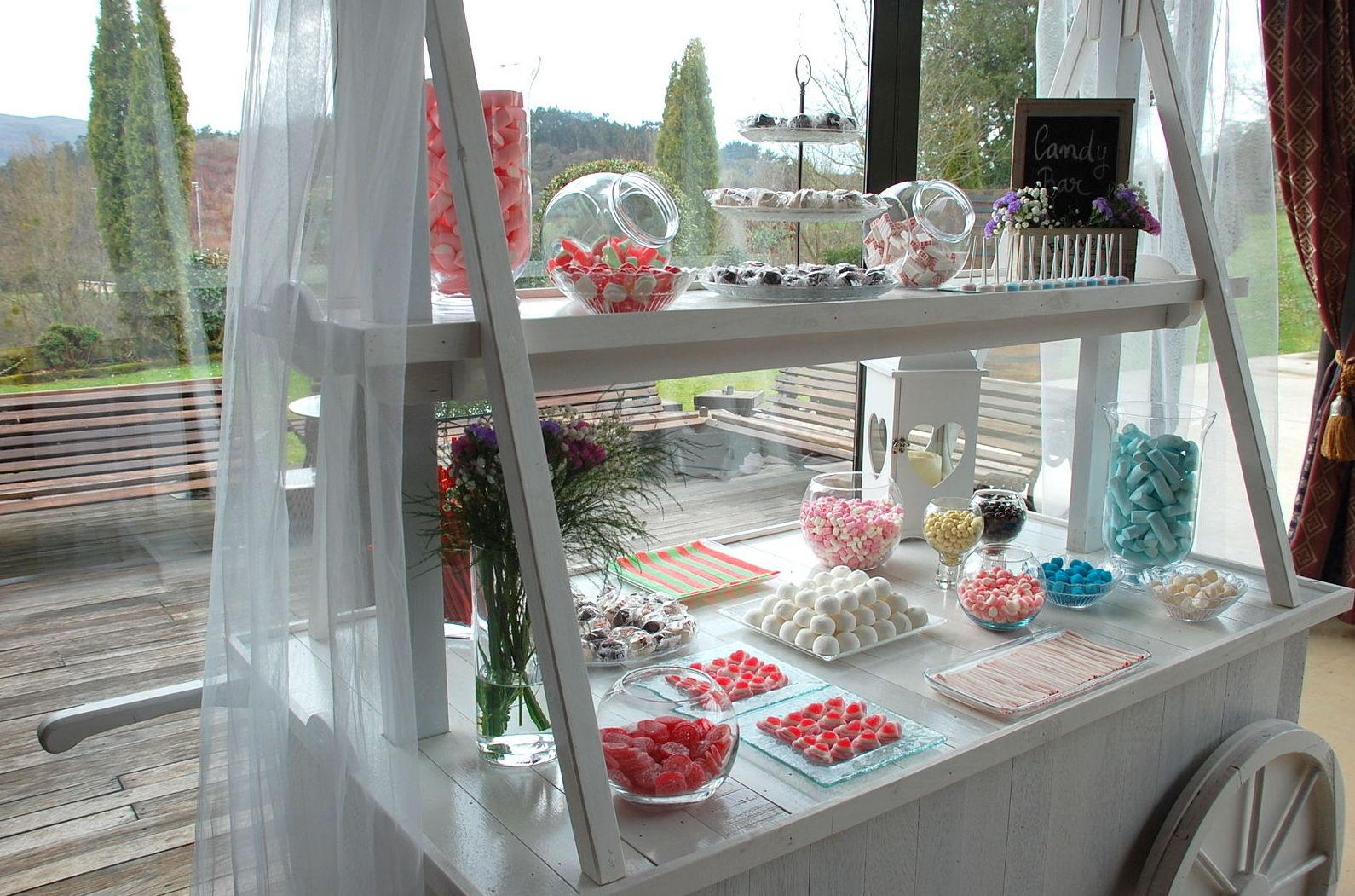 Nuestra Candy-Bar para la fiesta, con reposición de producto hasta el final del evento.