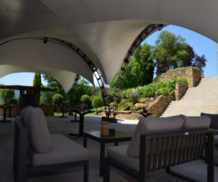 Amplias instalaciones para celebraciones en Llanera