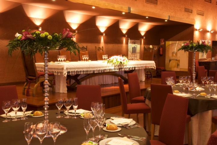 Mesa presidencial en el salón de vuestra boda en Asturias