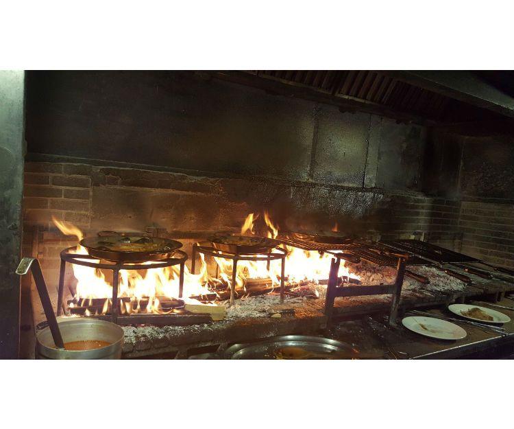 Arroces y carnes a la brasa en el Vallés