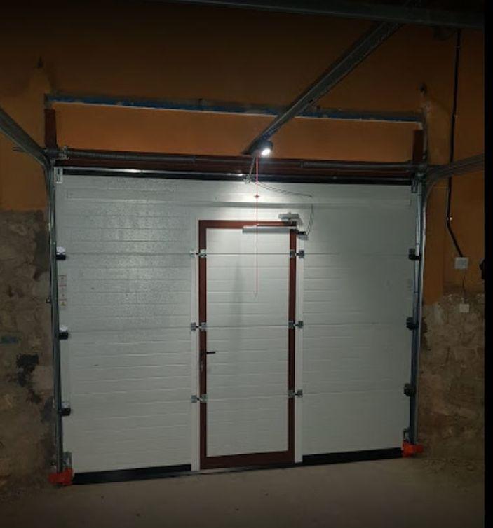 Foto 3 de Fabricación e instalación de puertas automáticas en Zaragoza | John APM