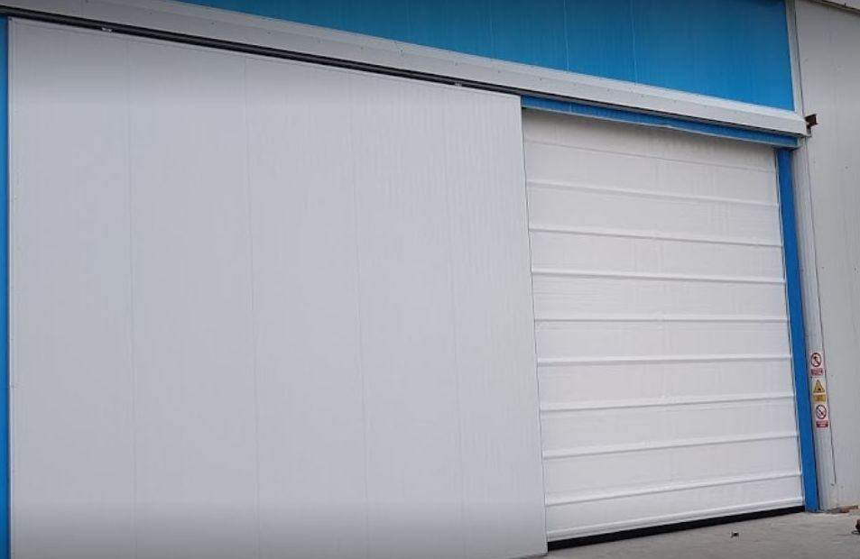 Foto 1 de Fabricación e instalación de puertas automáticas en Zaragoza   John APM