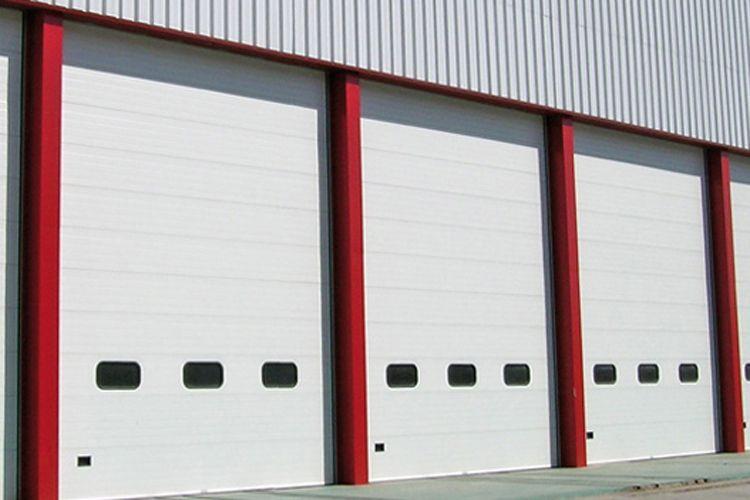 Puertas automáticas para naves en Zaragoza