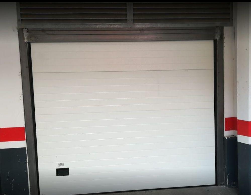 Foto 2 de Fabricación e instalación de puertas automáticas en Zaragoza | John APM