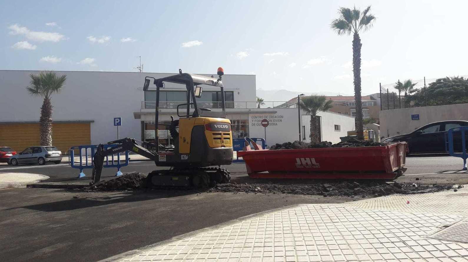 Abriendo canalización en Playa de San Juan