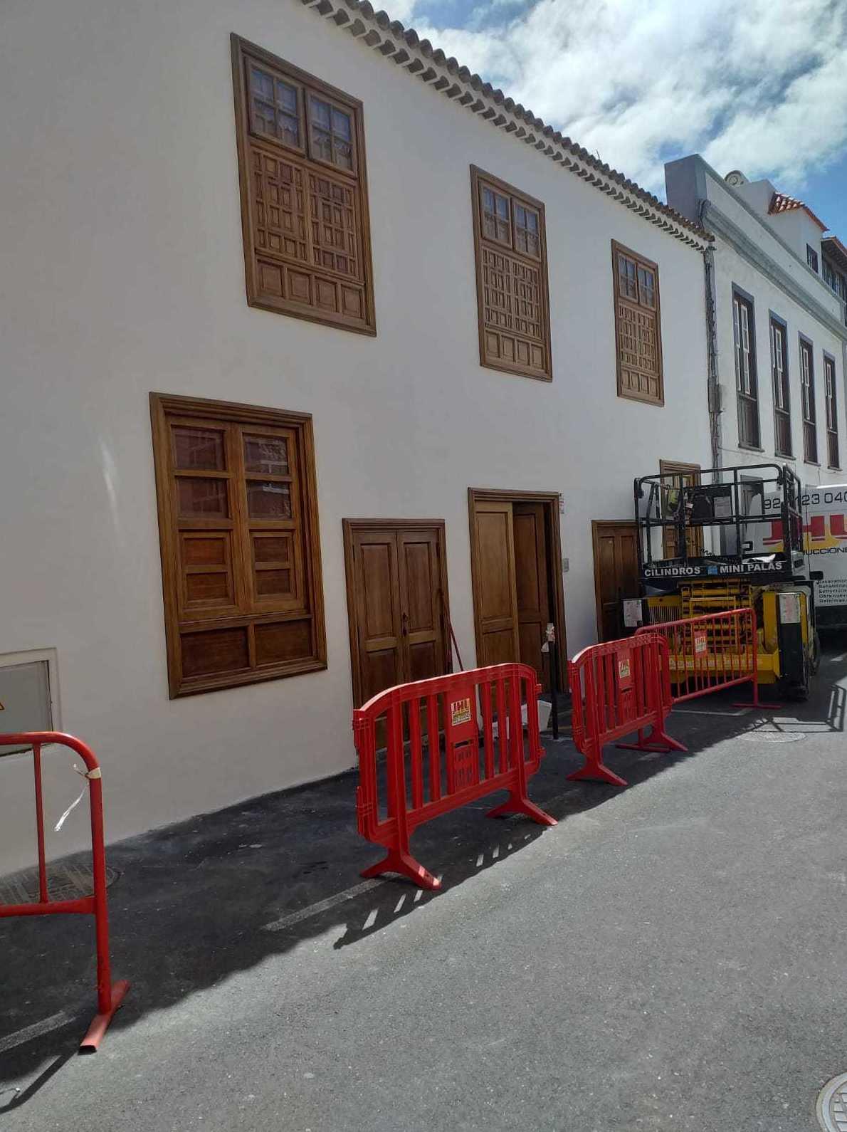 Arreglo y pintado de fachada en Garachico