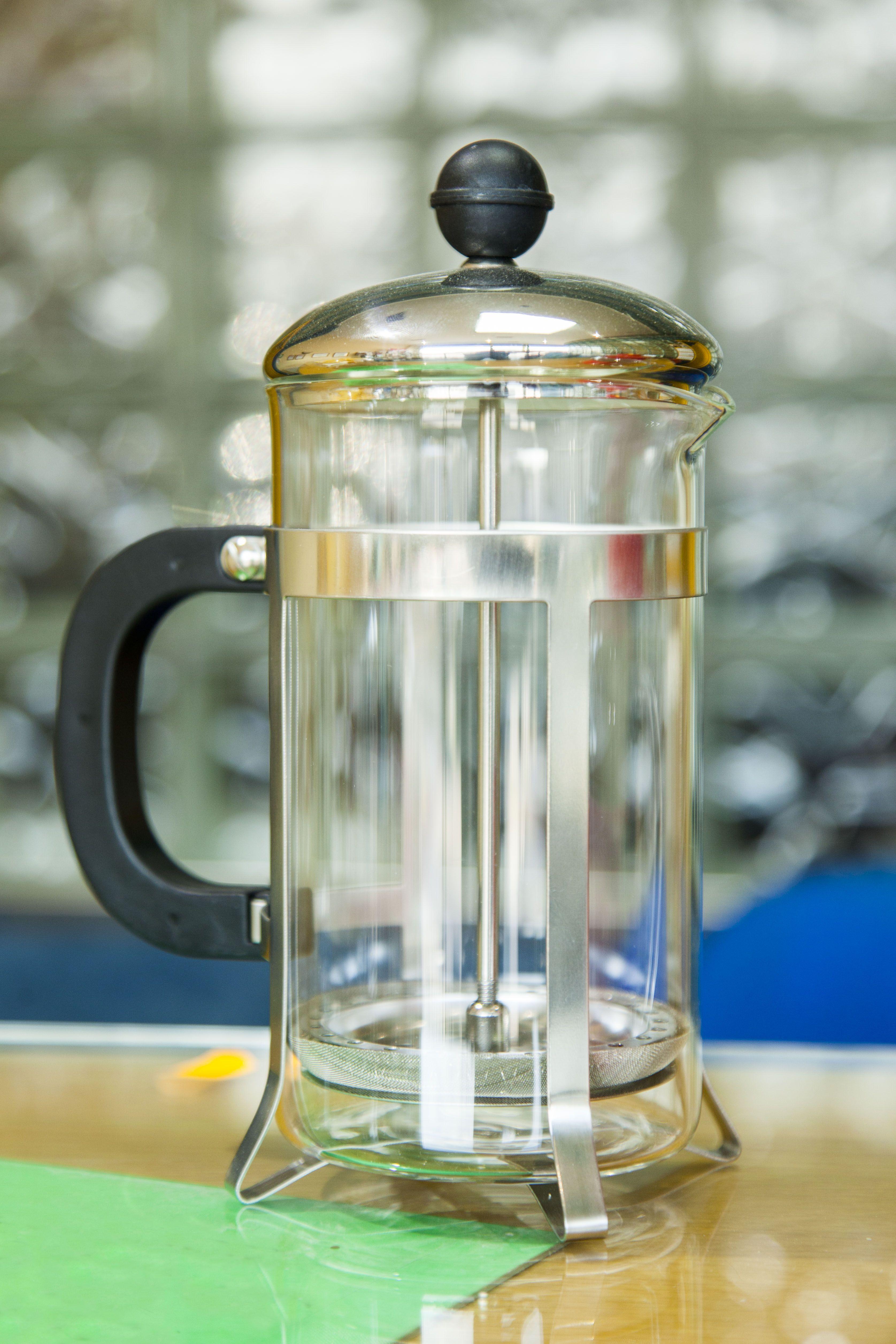 Cafetera clásica de cristal y acero