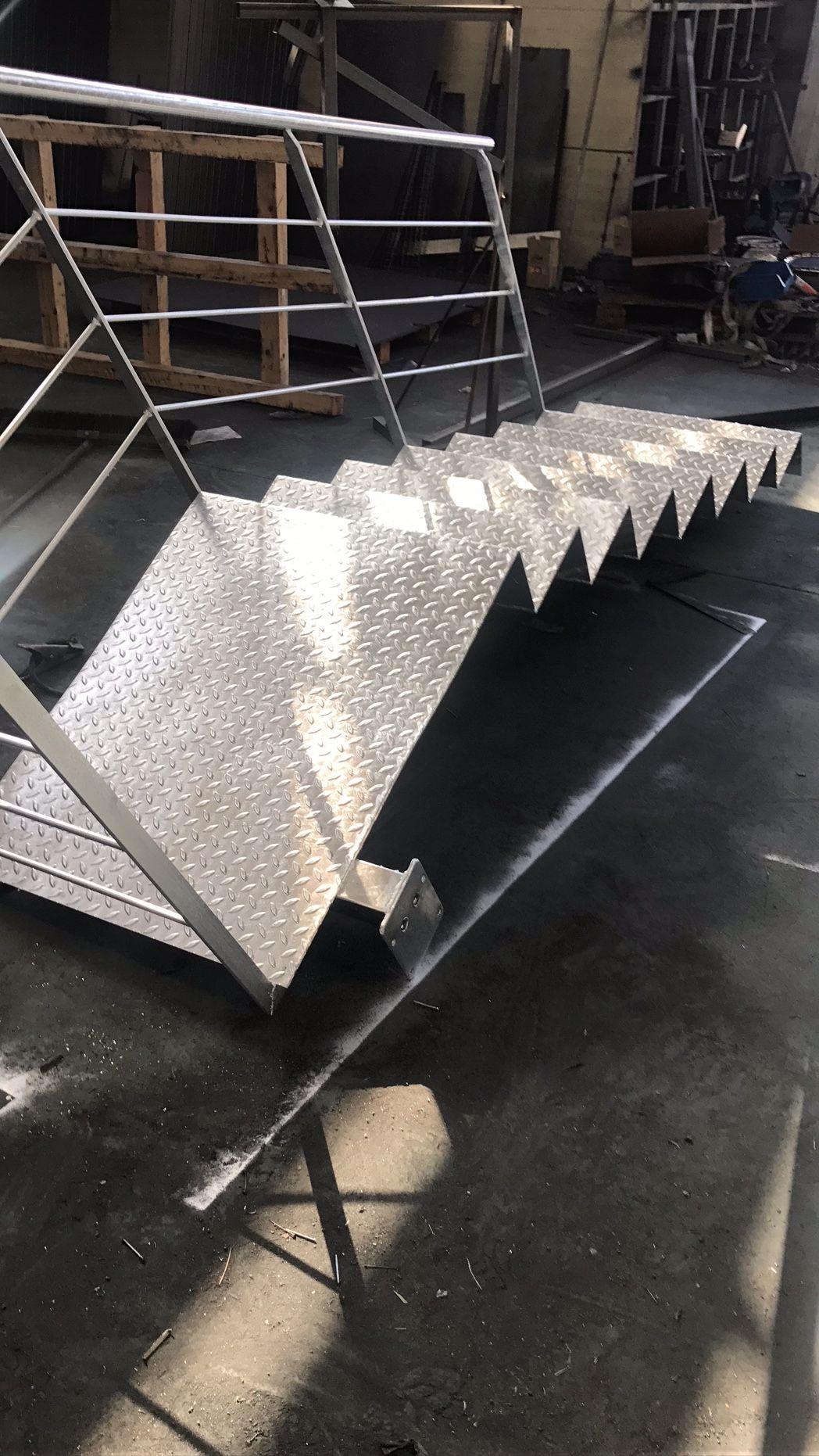 Escaleras metálicas en La Rioja