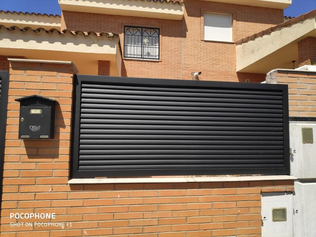 Foto 21 de Carpintería de aluminio, metálica y PVC en Escalona del Alberche | Hierros Y Aluminios Torres