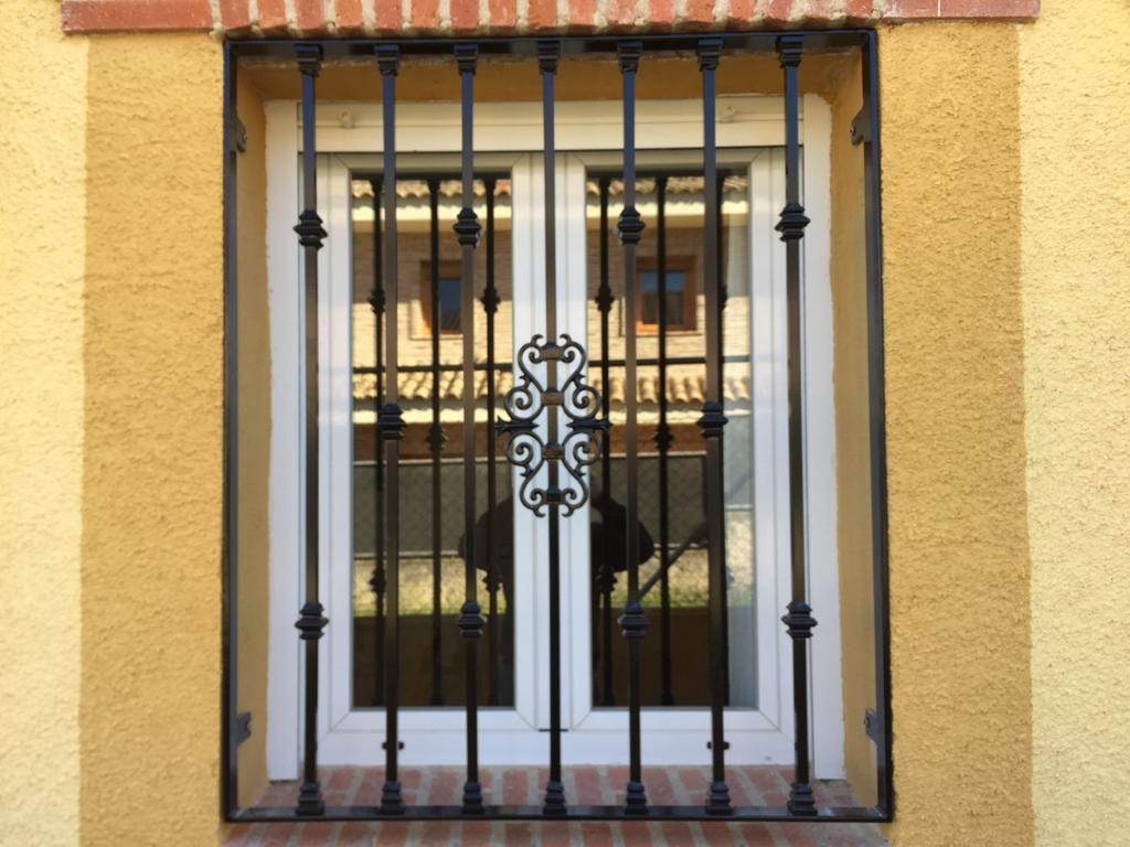 Foto 23 de Carpintería de aluminio, metálica y PVC en Escalona del Alberche | Hierros Y Aluminios Torres