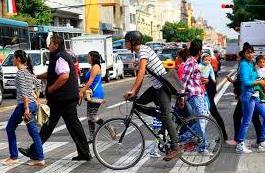 Ciclistas y peatones, primero