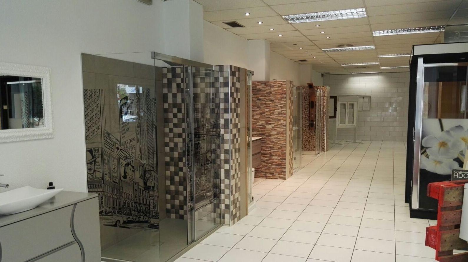 Muestra de muebles para el baño en nuestra tienda en León