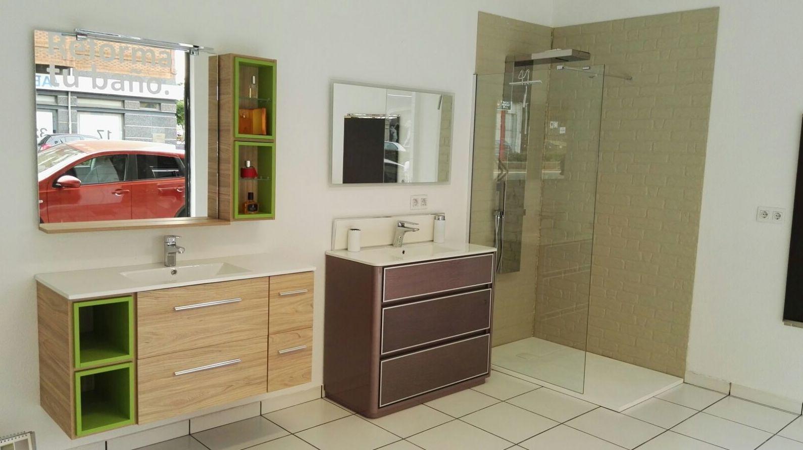 Mampara y muebles de baño