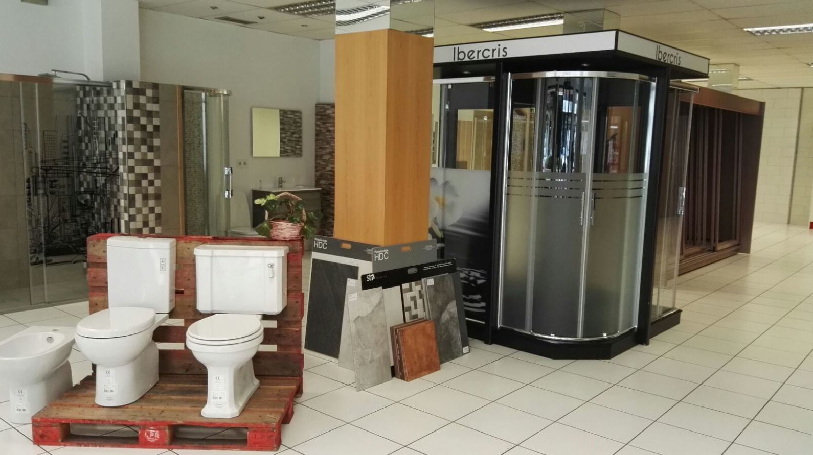 Interior de la tienda en León