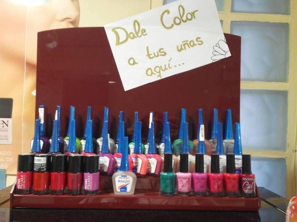 Dale color a tus uñas