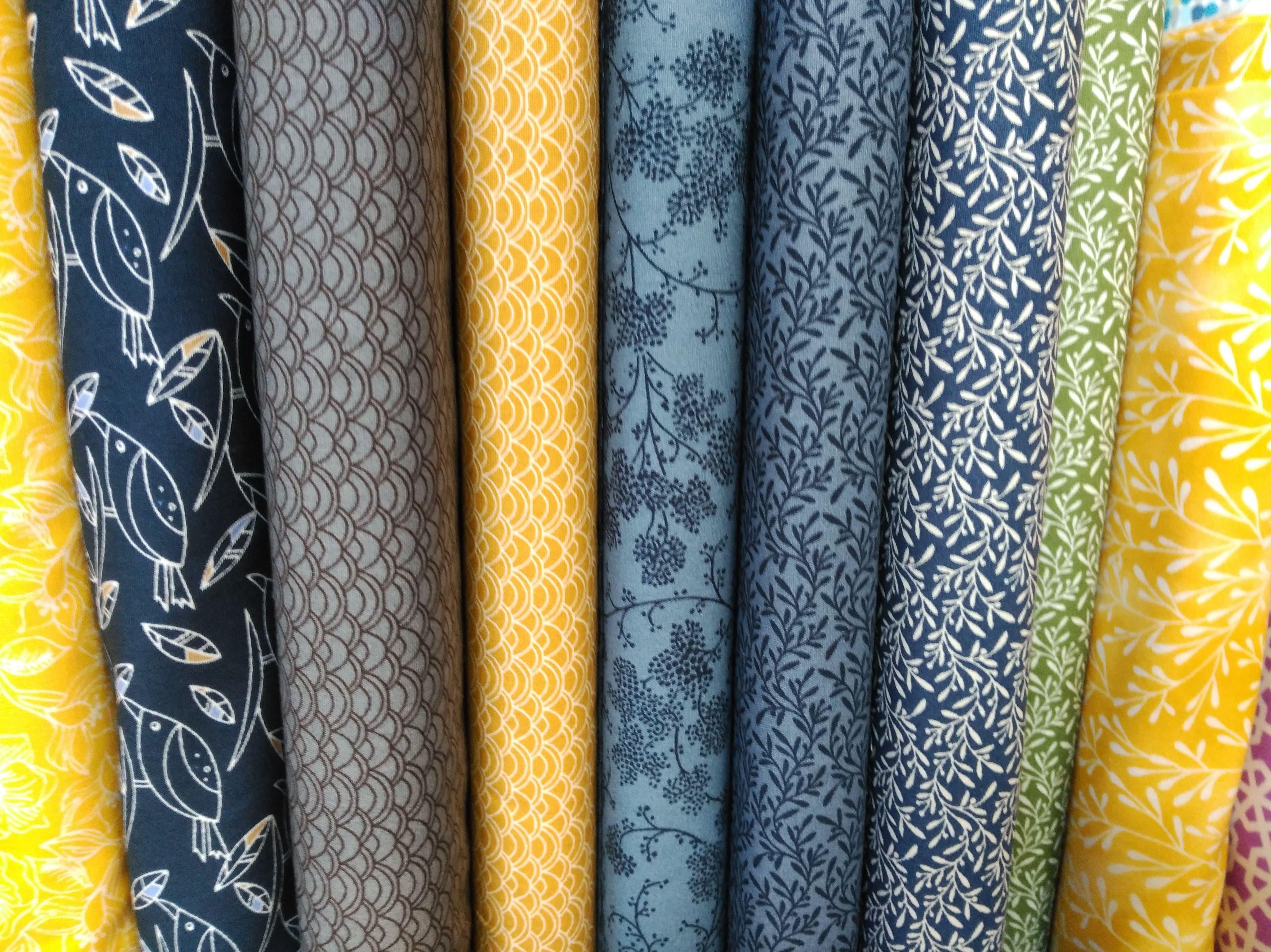 Azul, mostaza y un toque de verde: Productos de Mar de Hilos