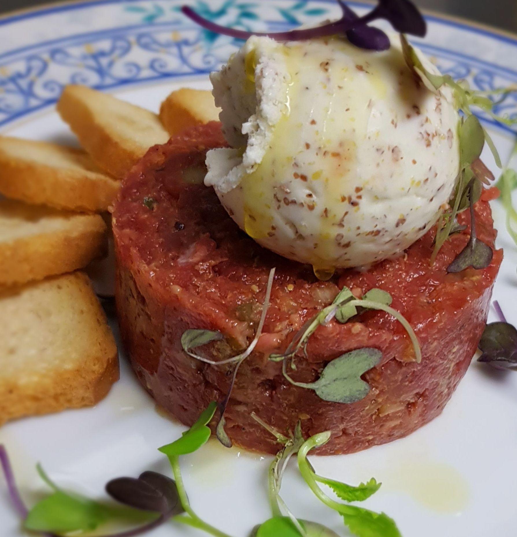 Steak Tartar con Helado de Mostaza Dijon