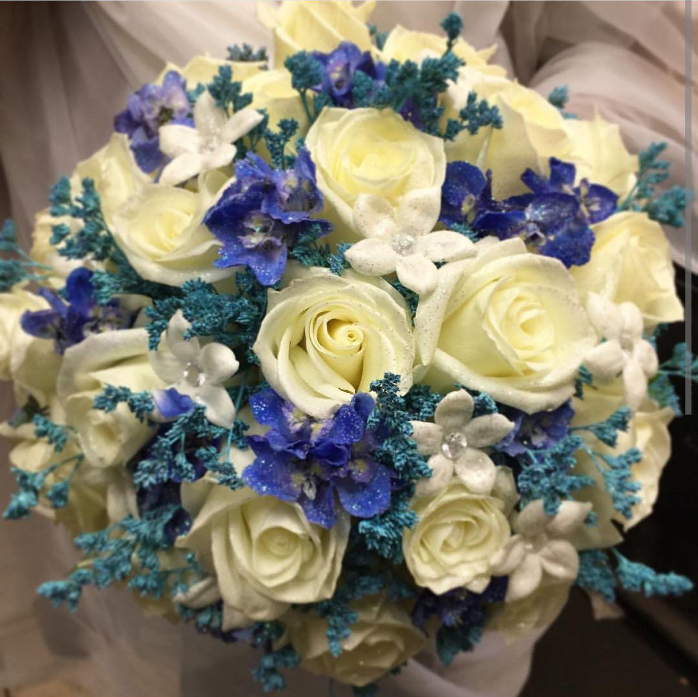 Buquet de rosas blancas: PRODUCTOS Y SERVICIOS  de Floristería Contreras - BARTOLOMÉ CONTRERAS