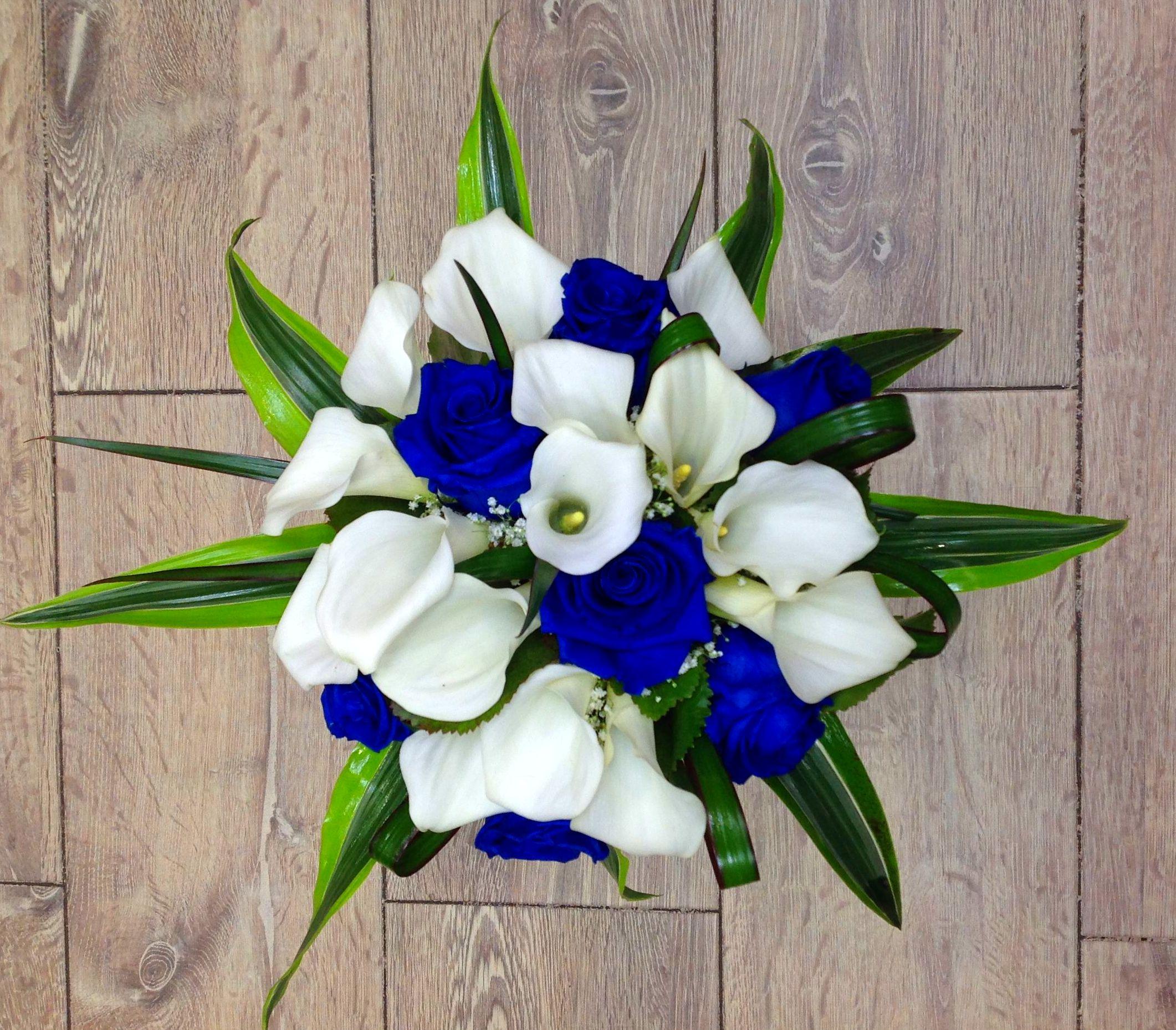 Ramo de novia rosas azules:  de Floristería Contreras