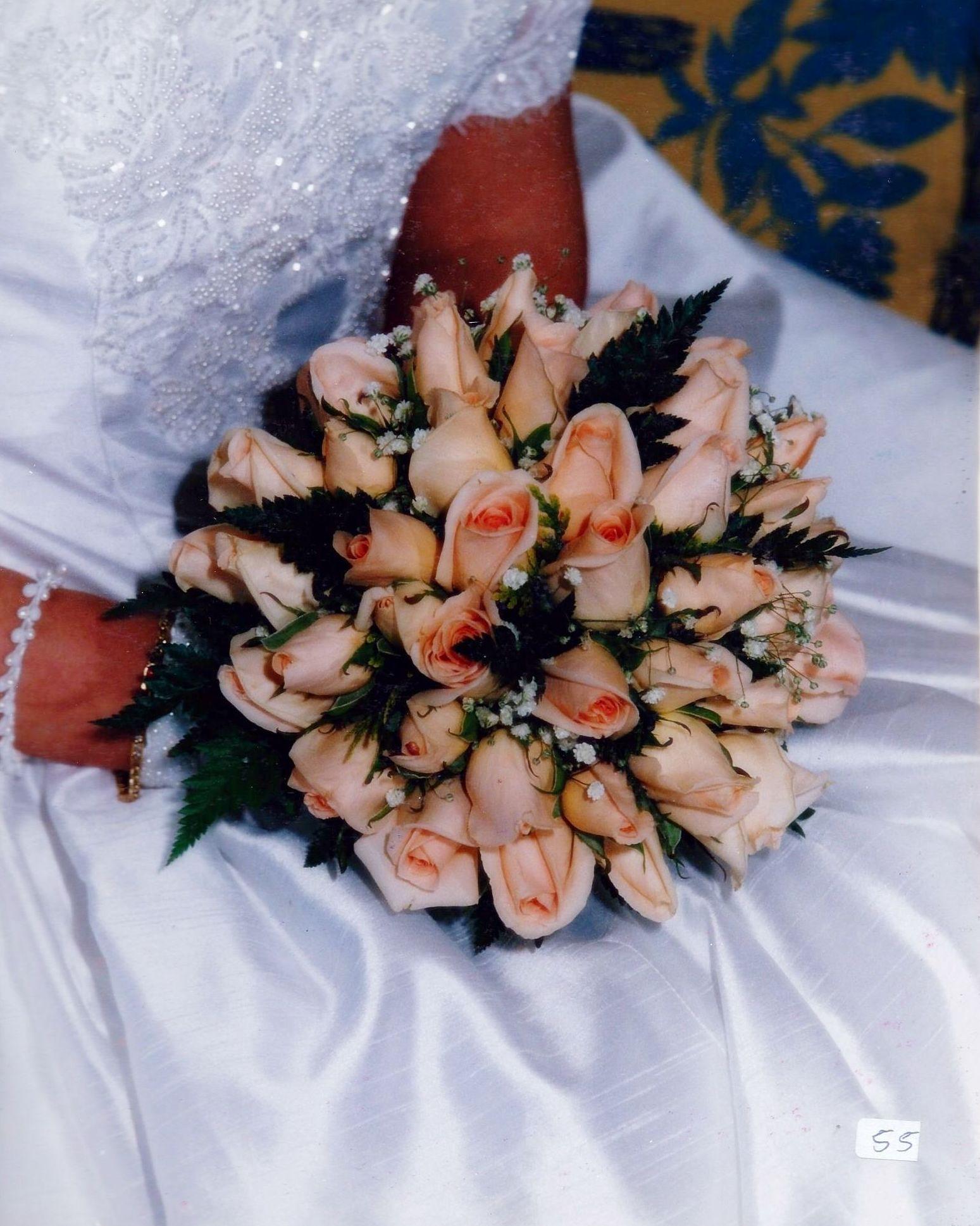 Buquet de rosas, paniculata, helecho:  de Floristería Contreras