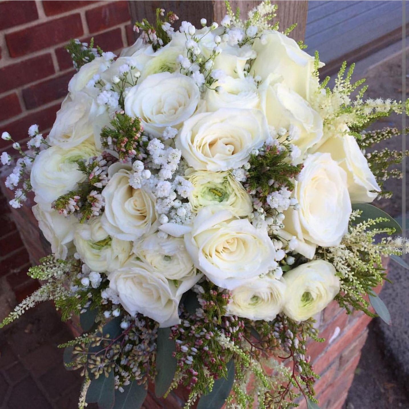 Ramo de rosas blancas:  de Floristería Contreras