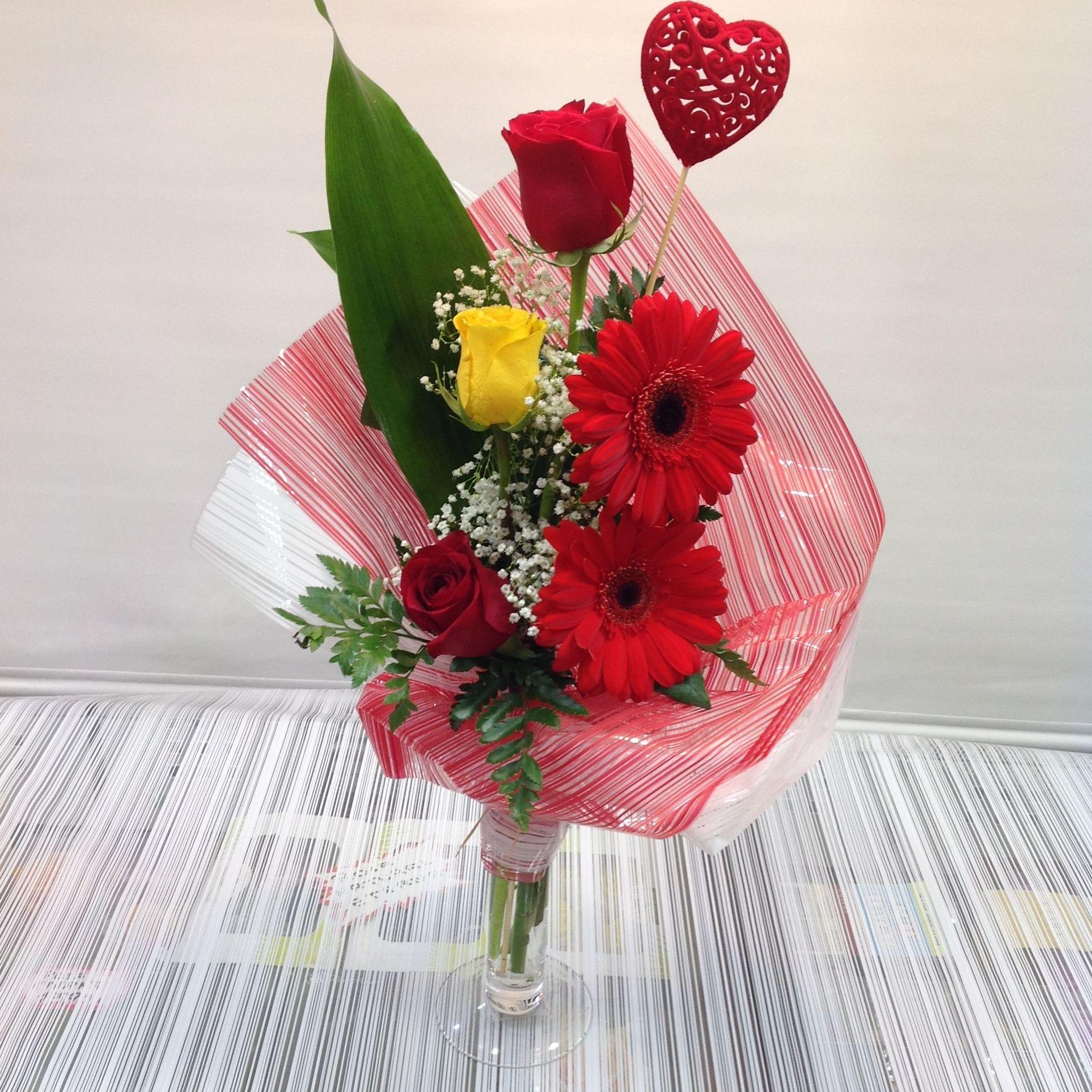 Jarrón 3 rosas: PRODUCTOS Y SERVICIOS  de Floristería Contreras - BARTOLOMÉ CONTRERAS