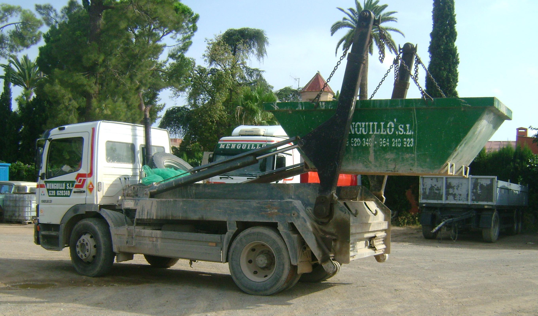 SERVICIO DE TRANSPORTE DE CONTENEDORES DE RESIDUOS: Servicios de Grupo Menguillo