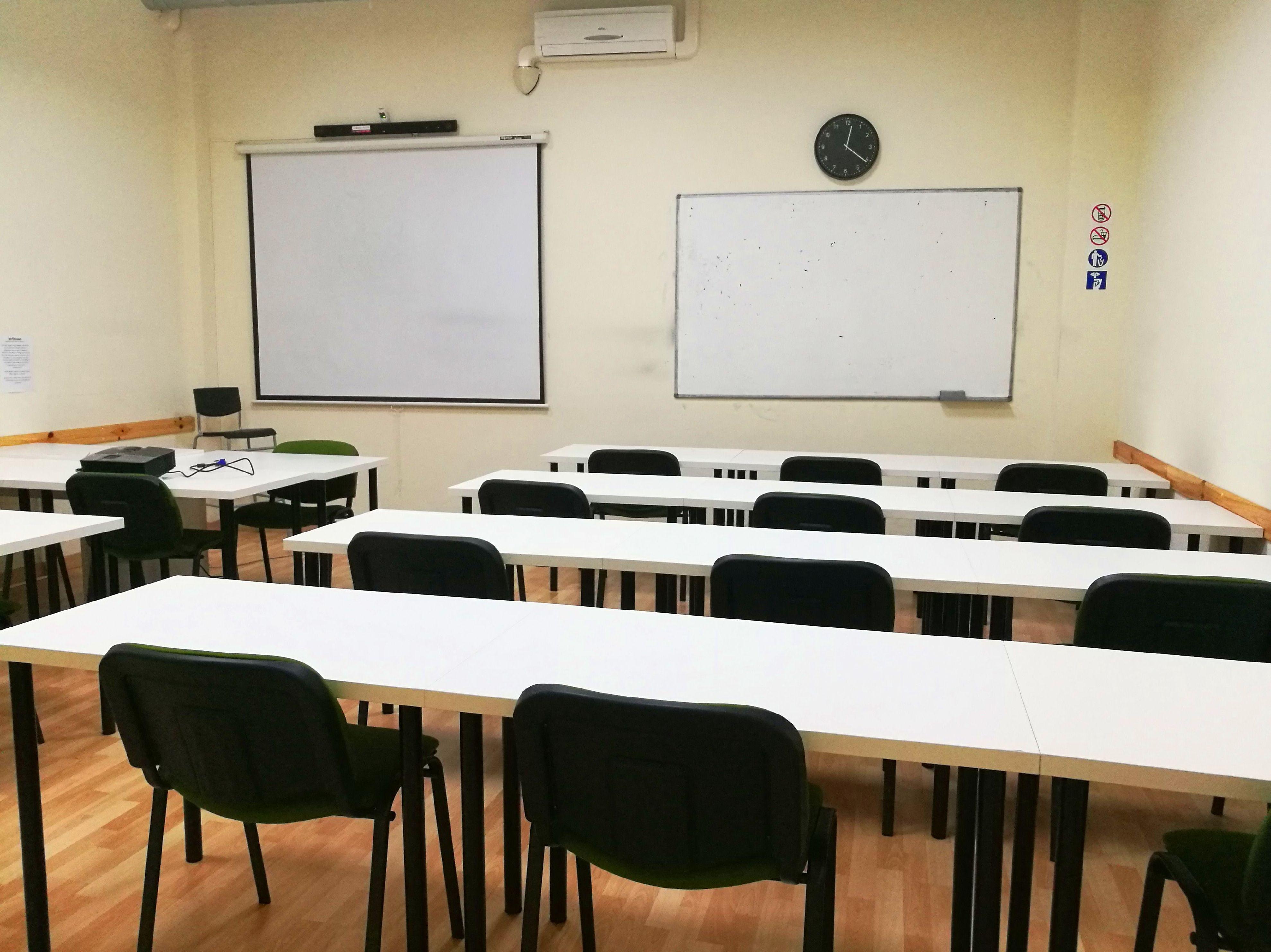 Foto 9 de Academias y centros de estudios diversos en San Cristóbal de La Laguna | CENTRO SUPERIOR DE ESTUDIOS ACUCANARIAS