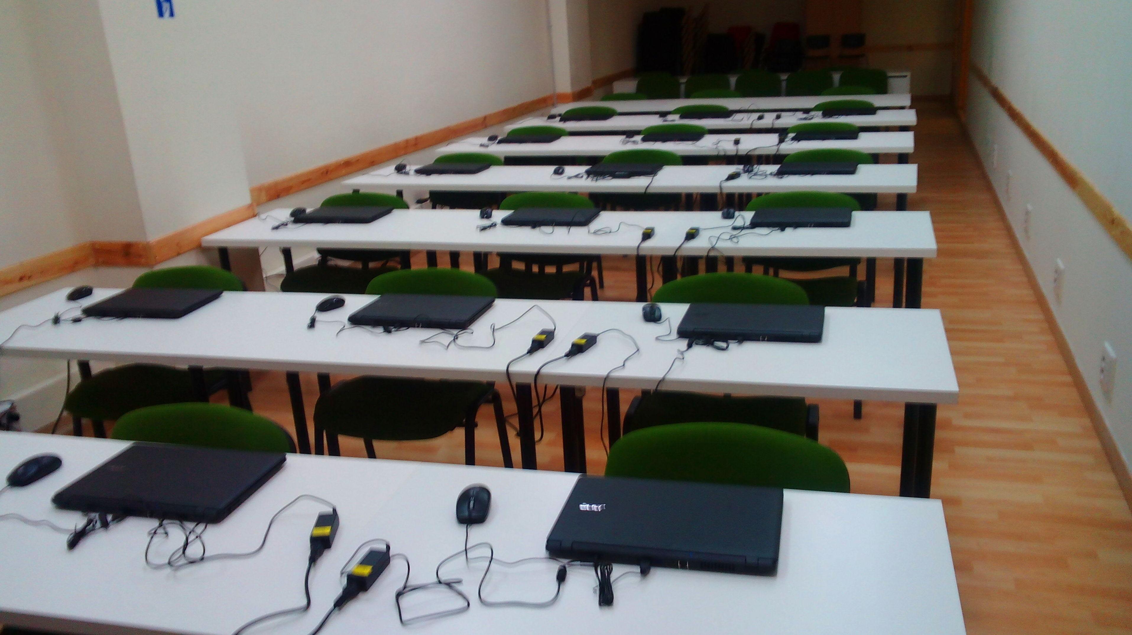 Foto 3 de Academias y centros de estudios diversos en San Cristóbal de La Laguna | CENTRO SUPERIOR DE ESTUDIOS ACUCANARIAS