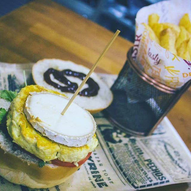 Restaurante con comida típica americana en Cruce de Arinaga