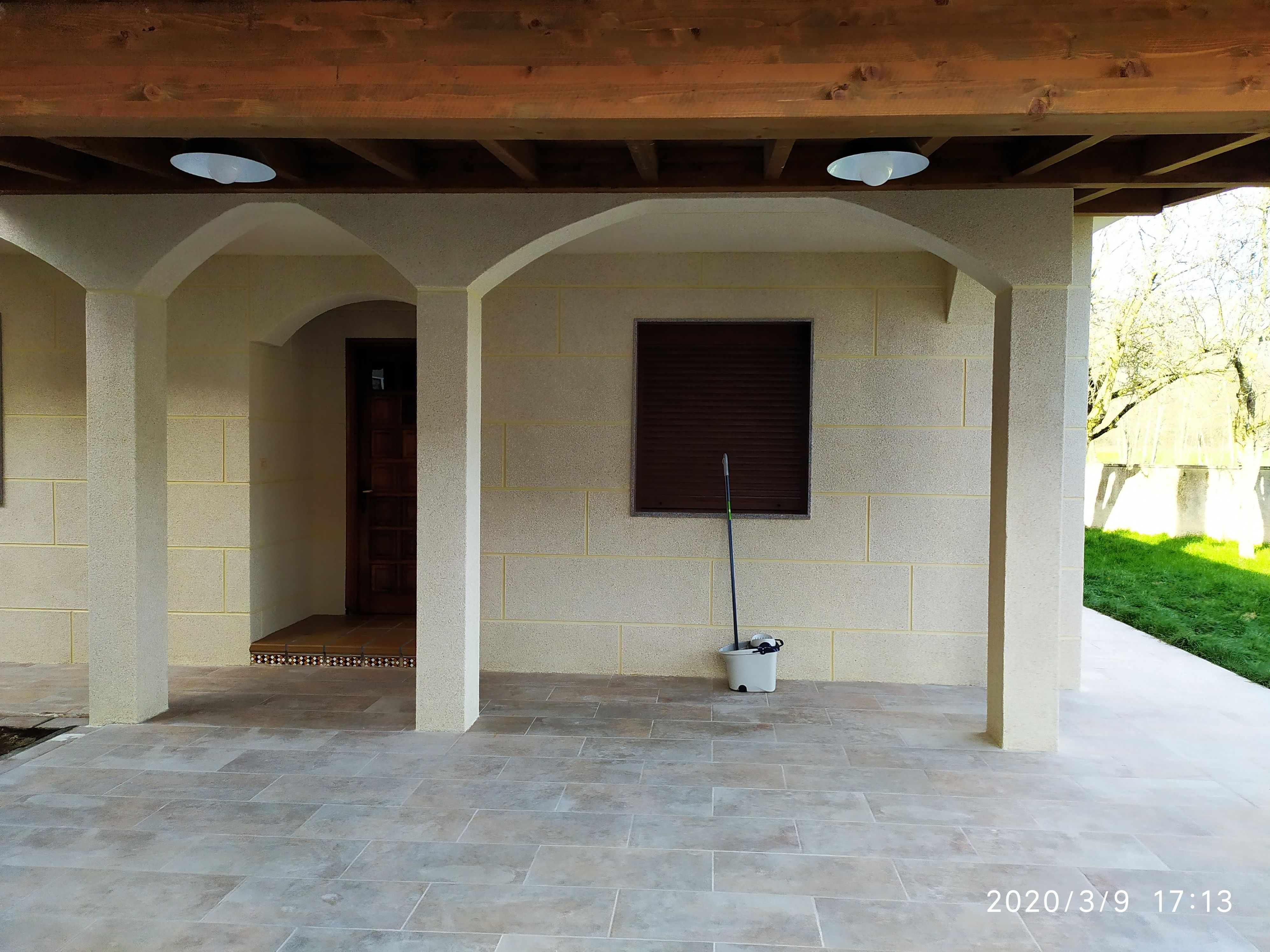 Fachadas realizada en monocapa acabado arido proyectado en despiece piedra
