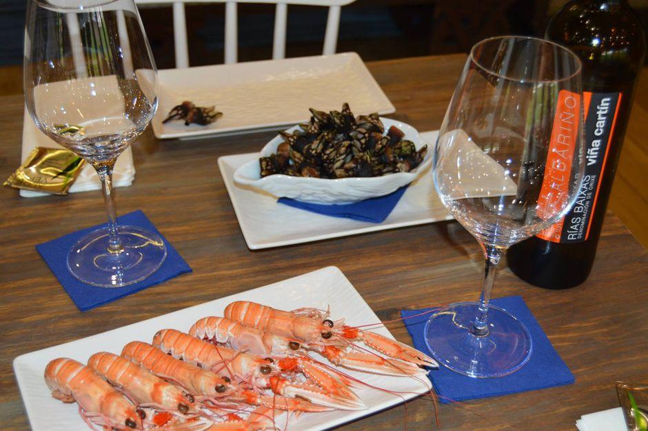 Disfruta de nuestras tapas de marisco con tu vino favorito a un gran precio
