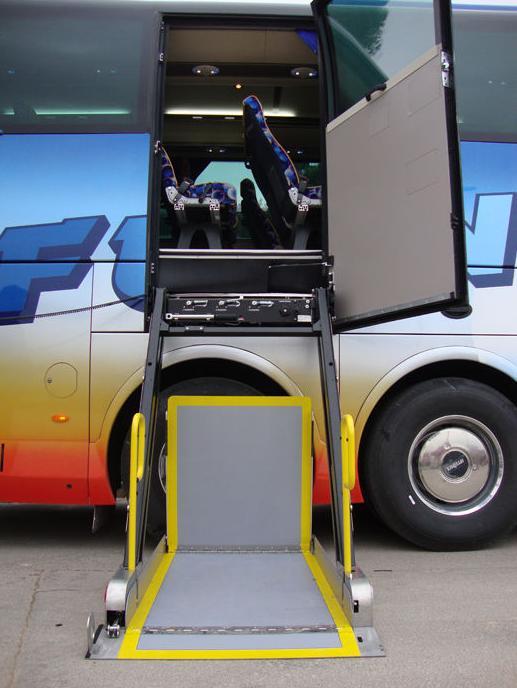 Disponemos de autocares para discapacitados, hasta 11 anclajes.