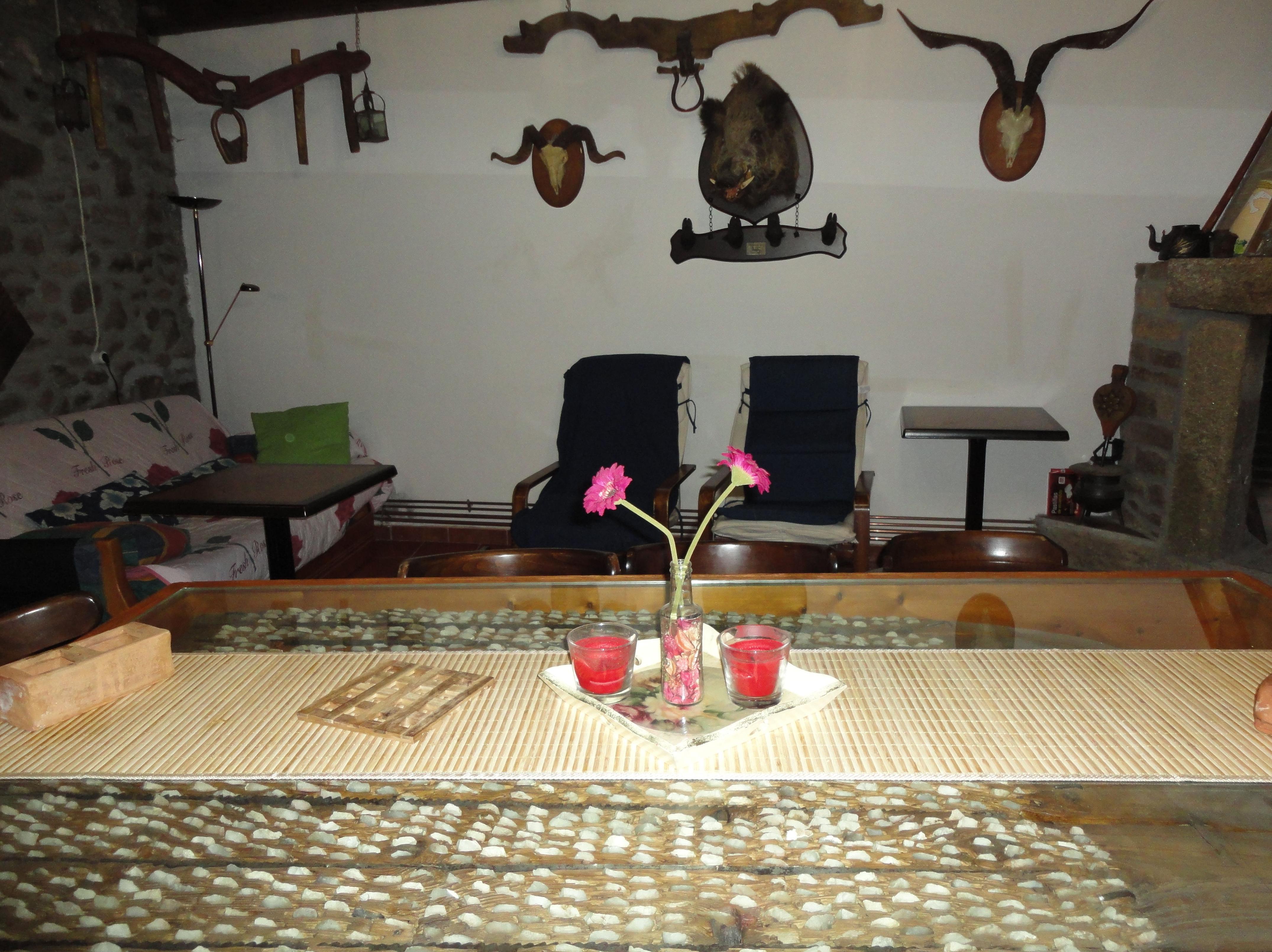 mesa de trillo en salón planta 1