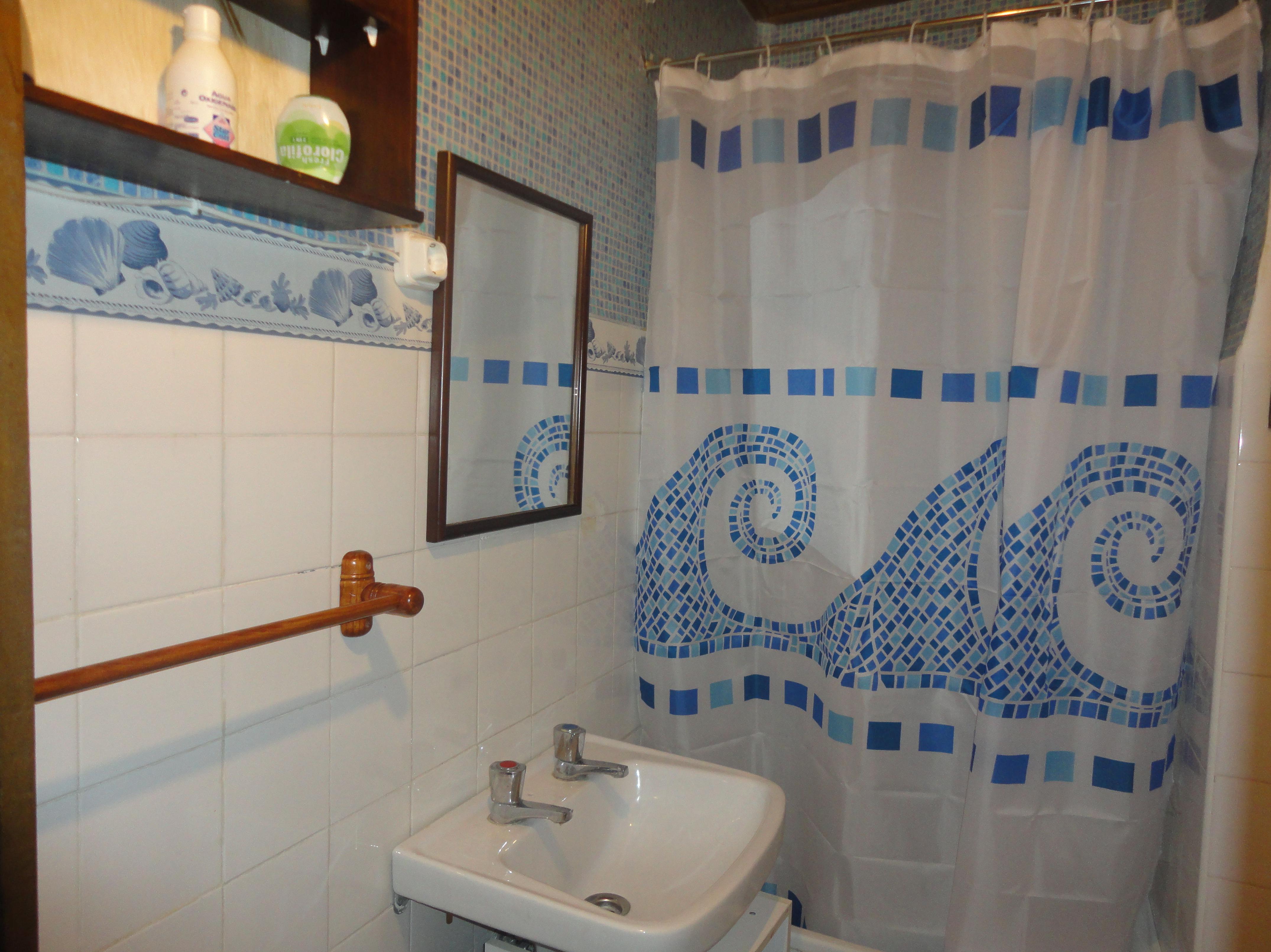 baño del la 1 planta con media bañera