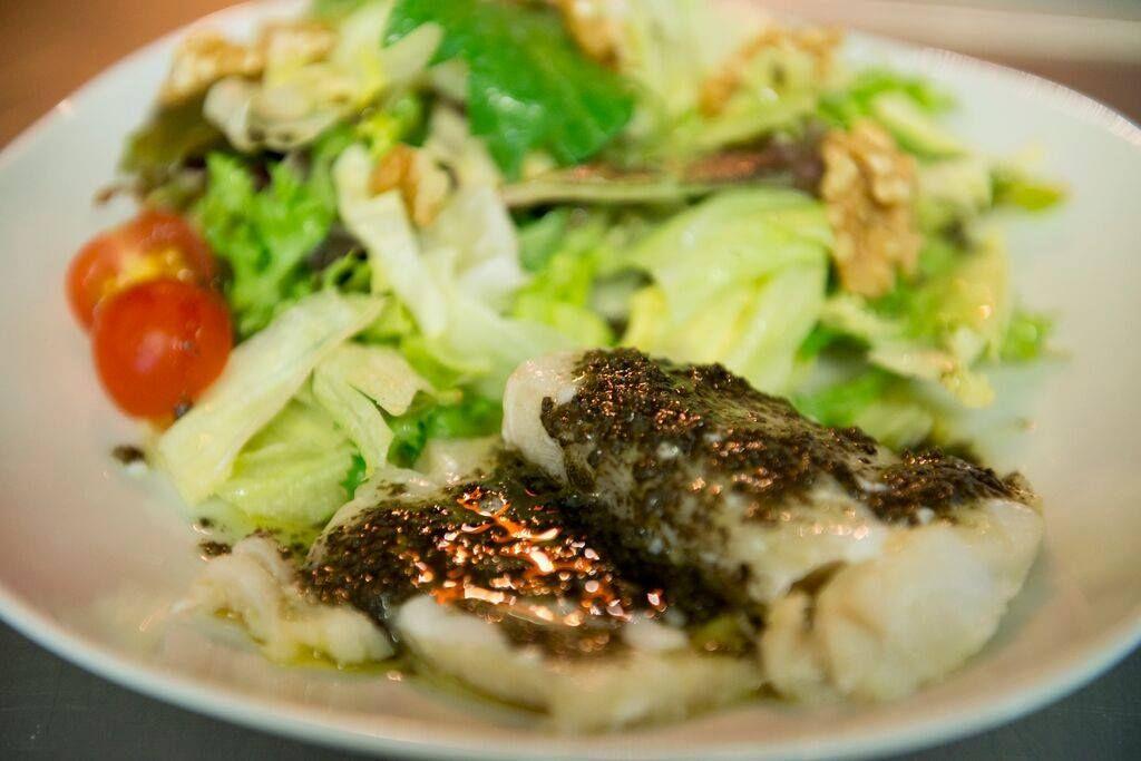 Ensalada de bacalao con tapenade: Carta de Restaurante Nautilo