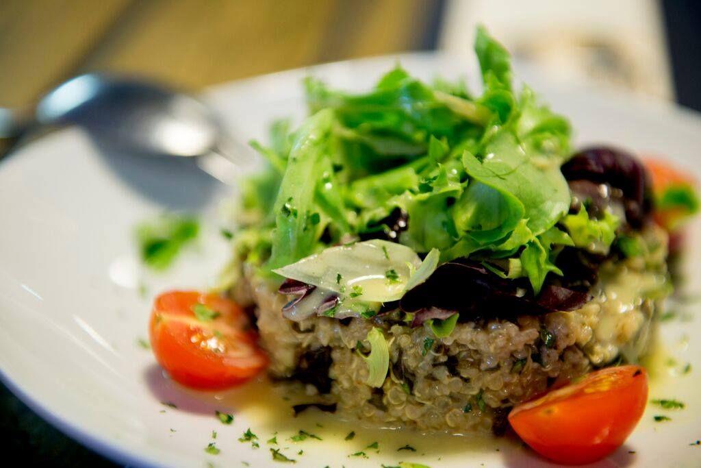 Ensalada de quinoa y algas: Carta de Restaurante Nautilo