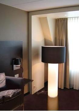 LAMPARA DE PANTALLA CON LED PARA HOTEL.