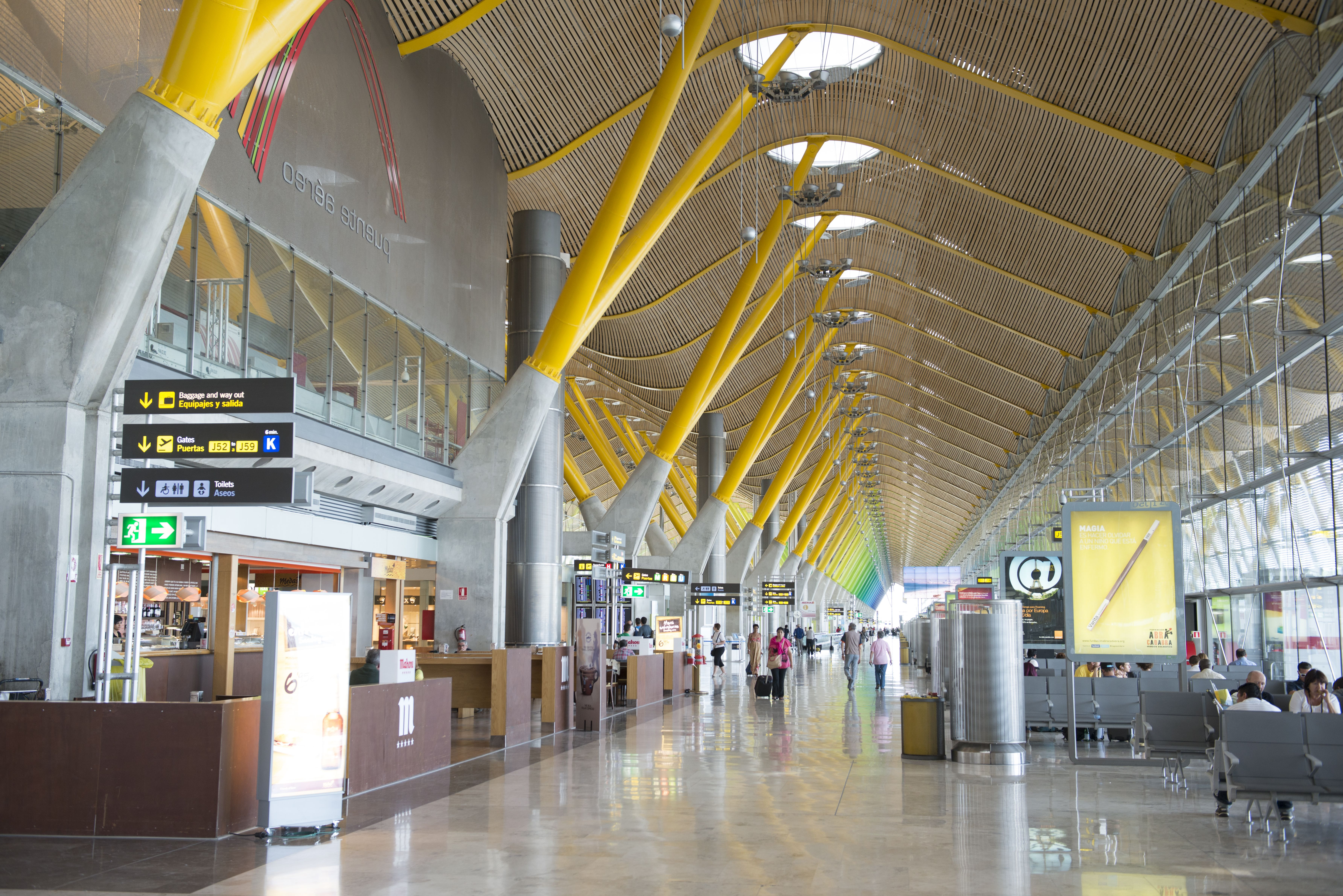 Entrega y recogida al aeropuerto: Nuestros servicios de Taxi Navia