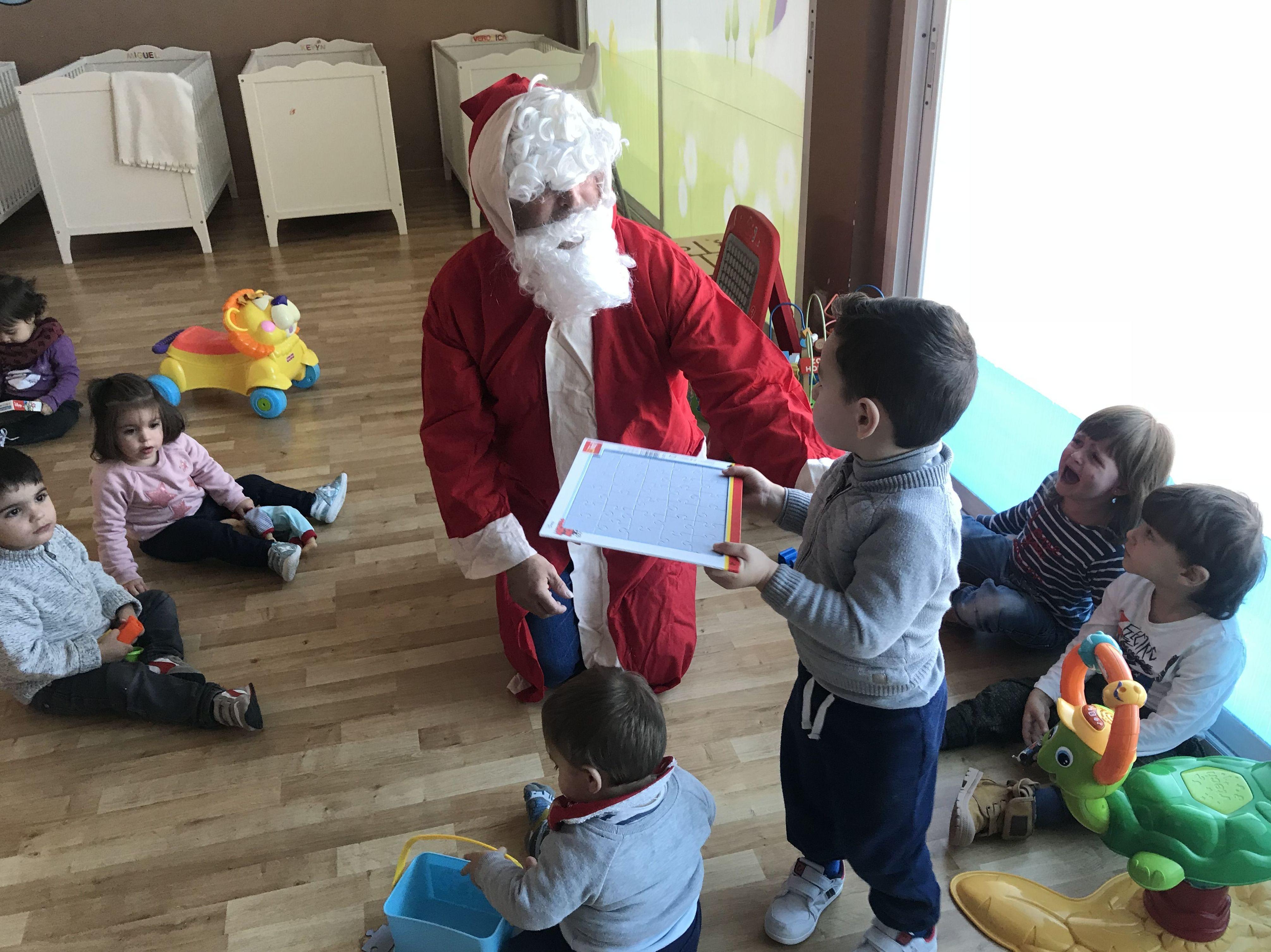 SORPRESAAAAA !!!        Papa Noel cargado de regalos