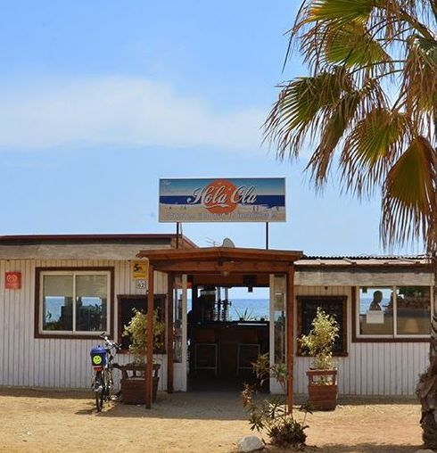 Restaurante chiringuito en primera línea de playa, frente al mar