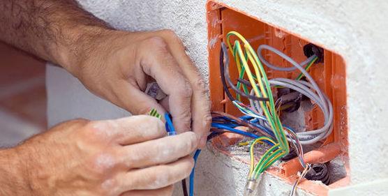 Instalaciones eléctricas y fontanería: Trabajos de Climaconfort Mopal