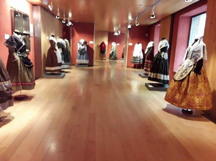 Maniquies para trajes regionales