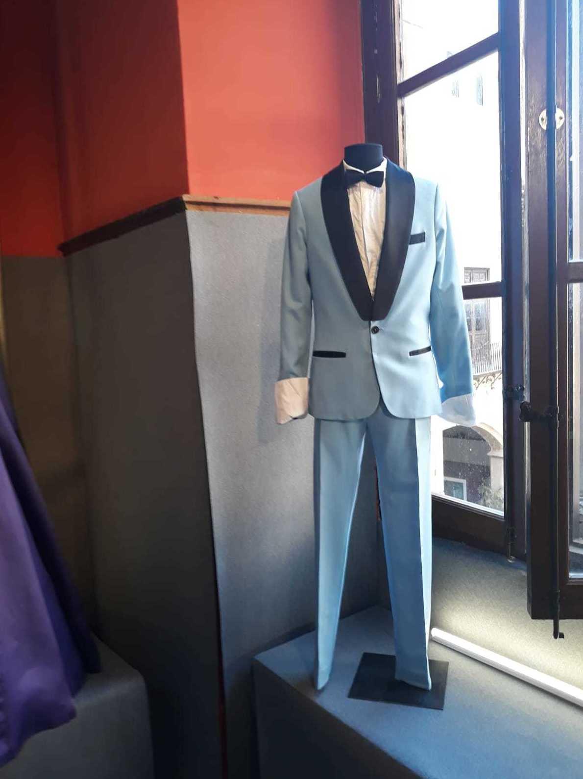 Alquiler de maniquíes para exposición de trajes de comunión