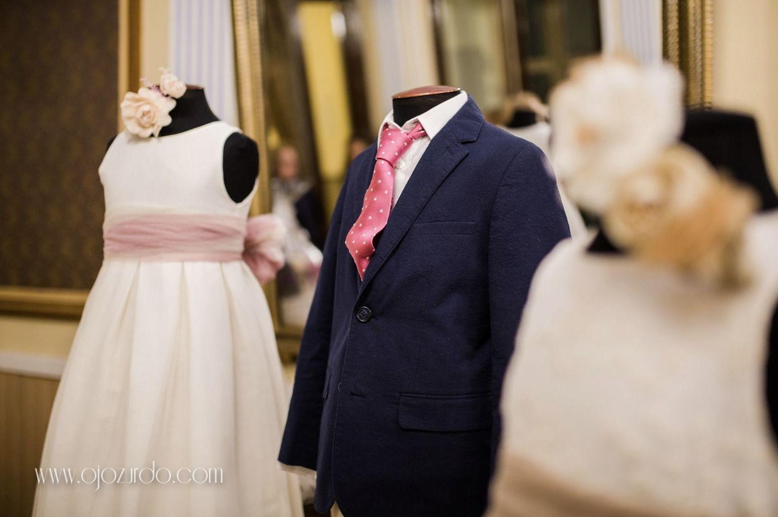 Alquiler de plataformas para exposición de vestidos y trajes de comunión