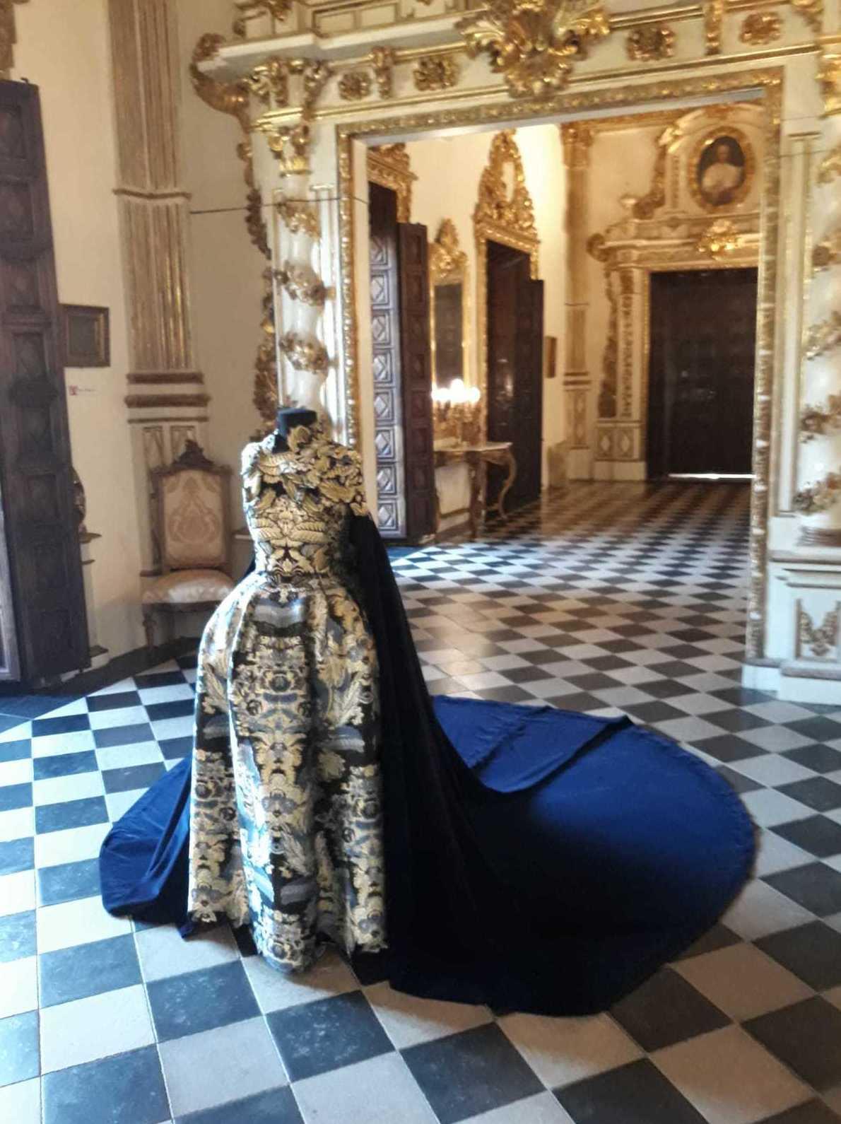 alquiler de maniquíes para exposición de trajes de fallera y vestidos de Gala