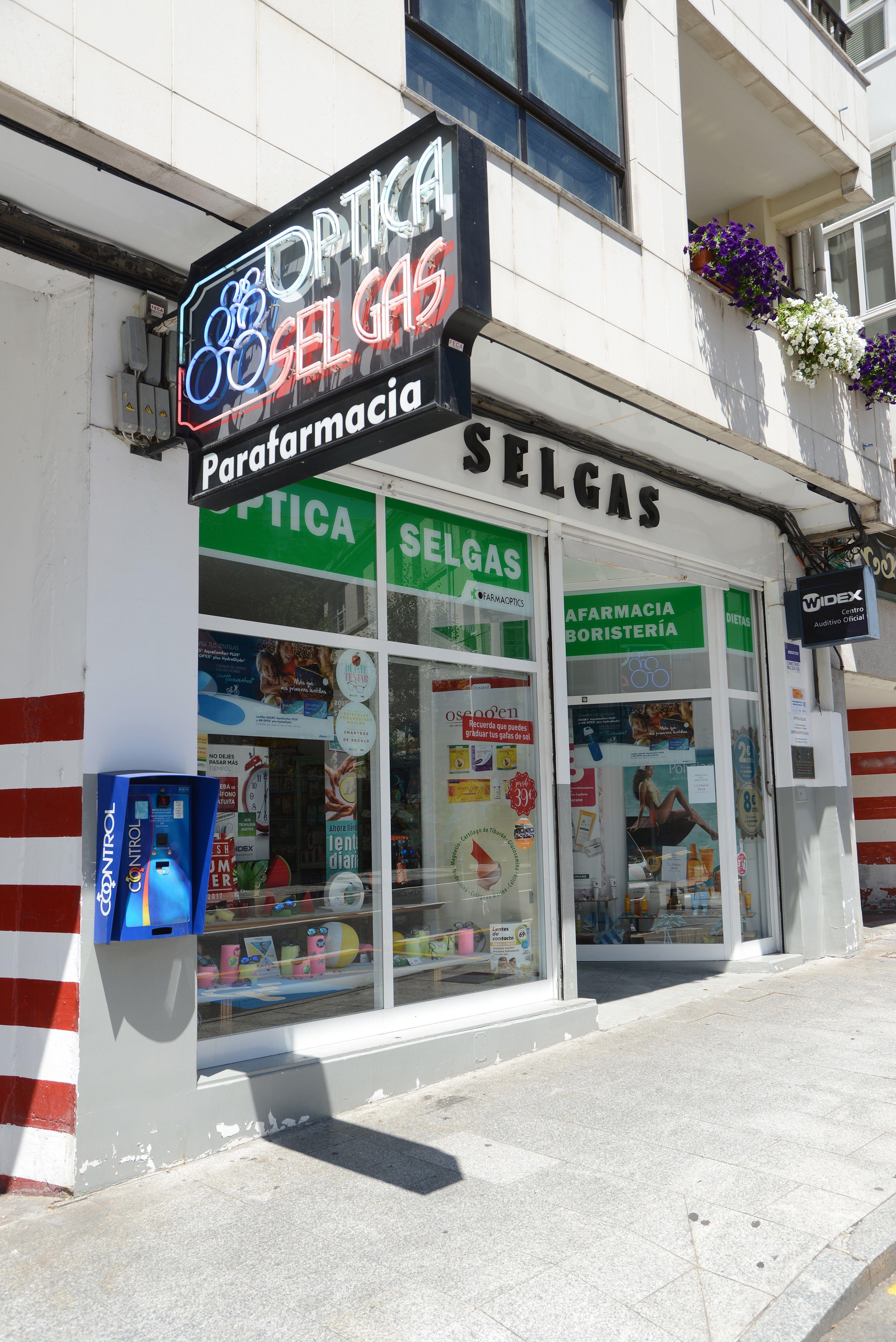 Foto 4 de Centro óptico con servicios de parafarmacia en Betanzos | Óptica Selgas